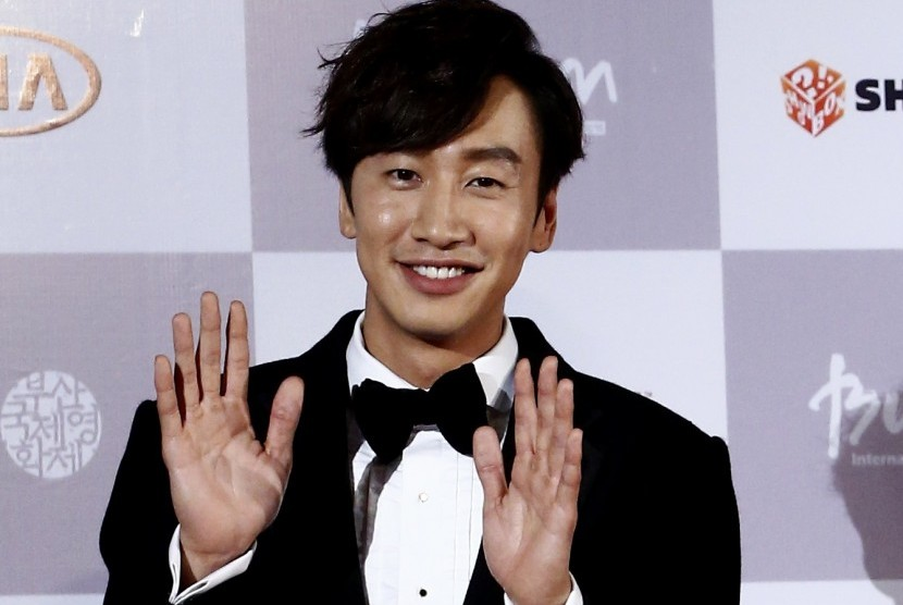 Lee Kwang-soo Jadi MC Pernikahan Song-Song?
