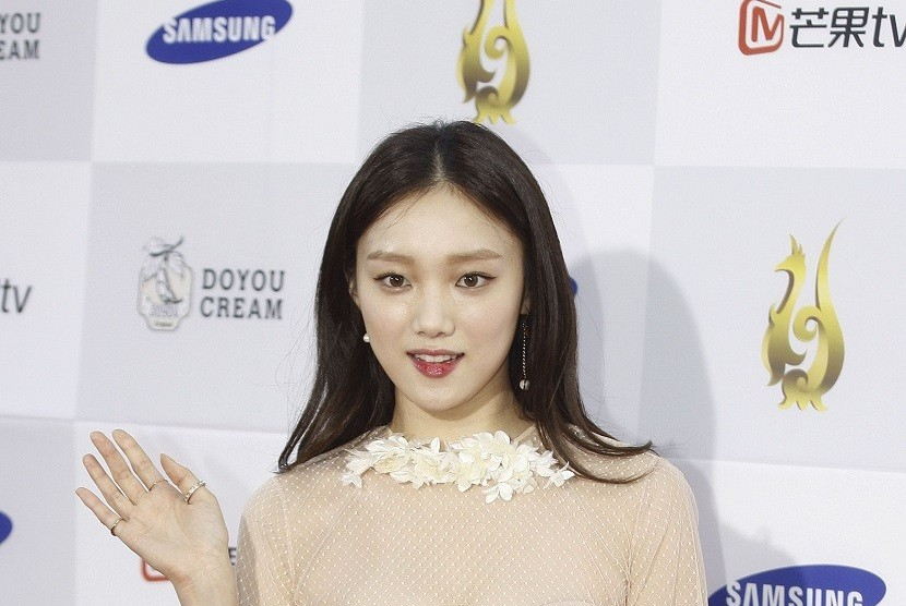 "Lee Sung Kyung Talks About Acting With Ra Mi Ran In New Film ""Girl Cops"""