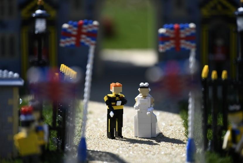 Legoland Windsor membuat replika Lego perkawinan Pangeran Harry dan Meghan Markle. Delapan orang mengerjakan replika menggunakan hampir 40 ribu keping Lego selama 592 jam.