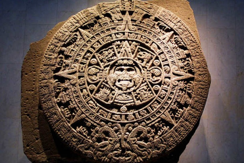 Lingkaran kalender kuno Suku Maya yang dibuat berdasar periode 394 tahun.