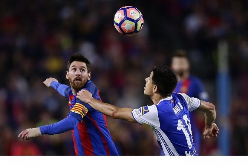 Lionel Messi (kiri)