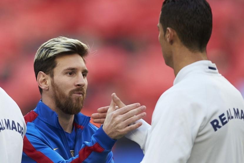 Lionel Messi (kiri) dan Cristiano Ronaldo.