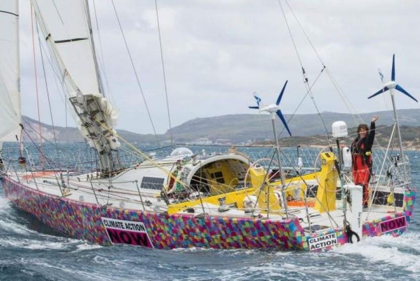 Lisa Blair berlayar dari kota Albany, Australia Barat untuk upayanya mencetak rekor dunia berkeliling ke kawasan Antartika.