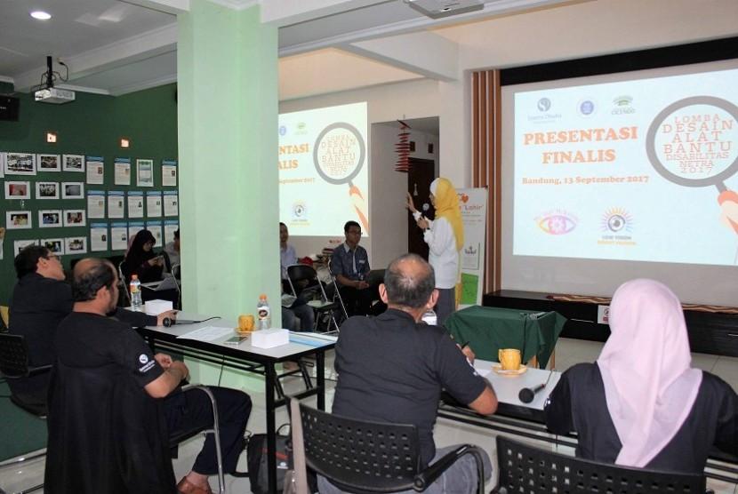 Lomba Desain Alat Bantu Disabilitas Netra 2017