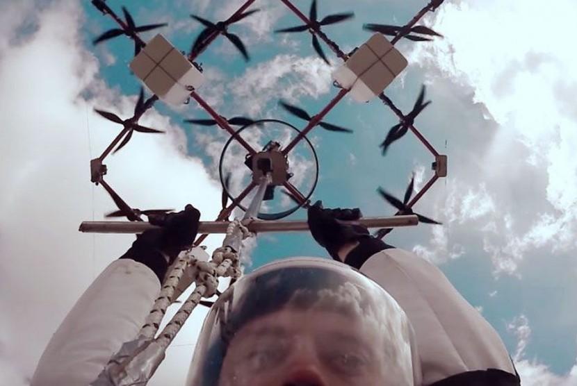 Lompat dari Drone Jadi Olahraga Ekstrem Terbaru.