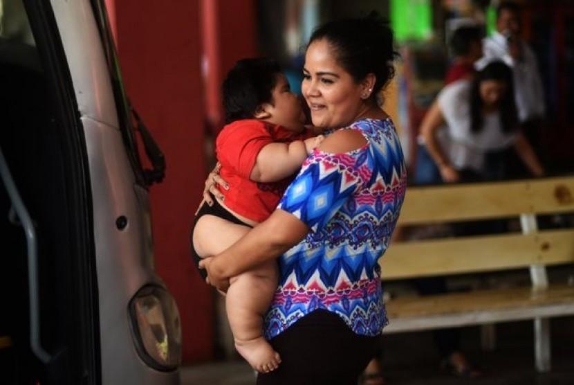 Luis Manuel Gonzales tercatat sebagai bayi tergemuk di dunia dengan berat badan 28 kilogram dalam usia 10 bulan.