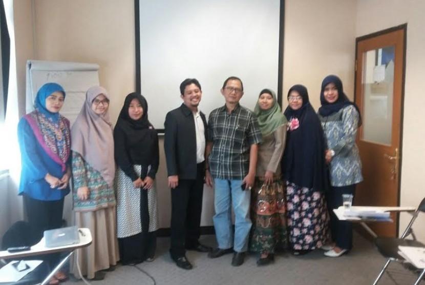 M Soleh (tengah).