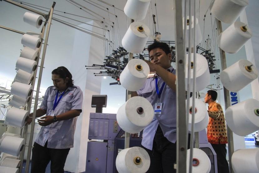 API Sambut Gembira Wisudawan Perdana AK-Tekstil Solo
