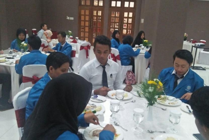 Mahasiswa AKPAR BSI Yogyakarta mengikuti praktik