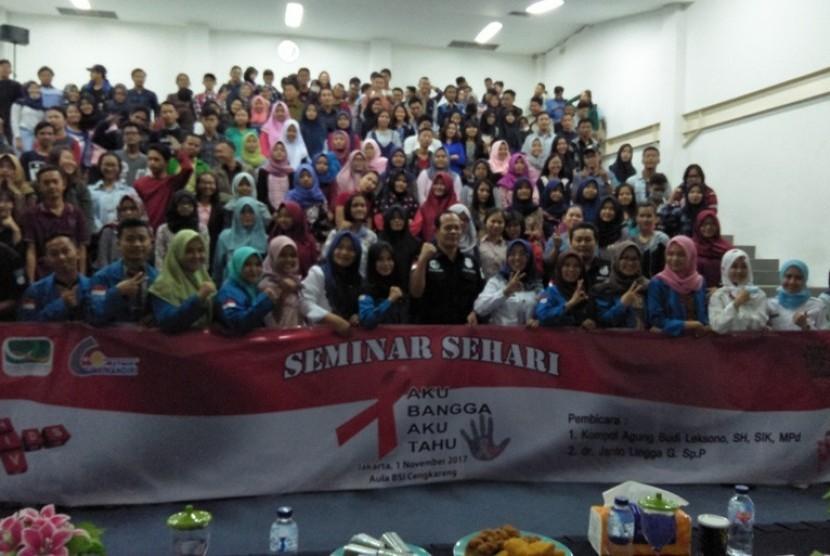 Mahasiswa AMIK BSI Jakarta kampus Cangkareng antusias menikuti seminar bahaya HIV/AIDS.