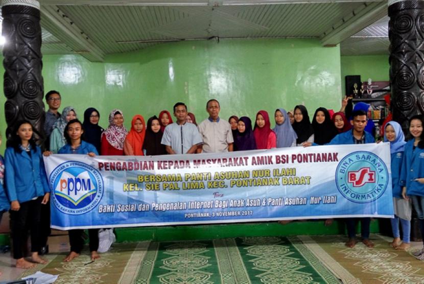 Mahasiswa AMIK BSI Pontianak melaksanakan kegiatan pengabdian pada masyarakat di Panti Asuhan Nur Ilahi Pontianak, 3-5 November 2017.