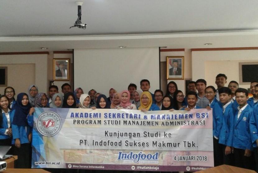 Mahasiswa ASM BSI Jakarta menyelenggarakan kunjungan industri ke PT Indofood Sukses Makmur Tbk di Bekasi, Jawa Barat.