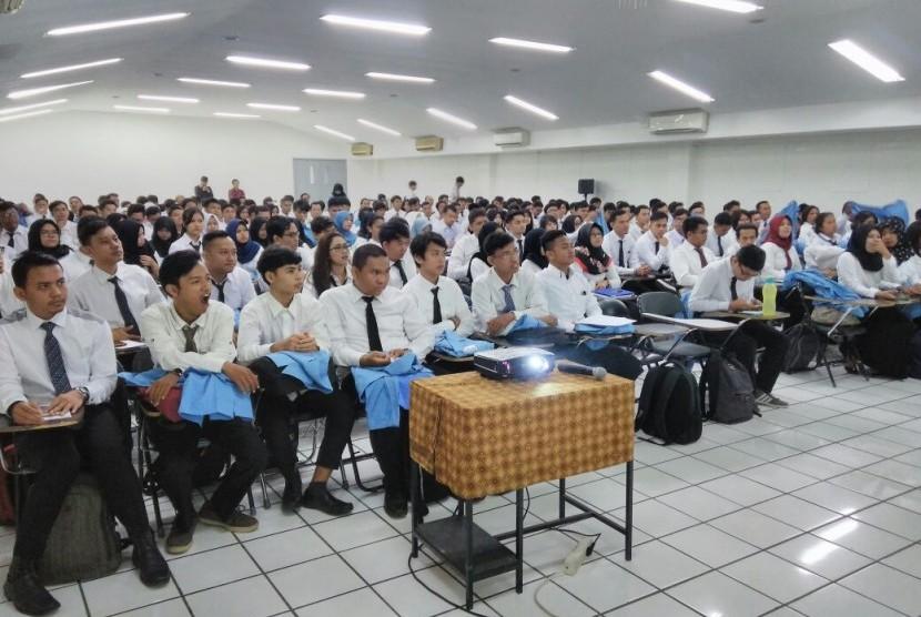 Mahasiswa baru STMIK Nusa Mandiri mengikuti Orientasi Akademik (Ormik).