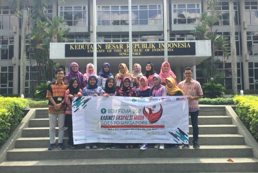 Mahasiswa Fema IPB berkunjung ke Singapura dan bertukar pengalaman dengan mahasiswa Singapura.