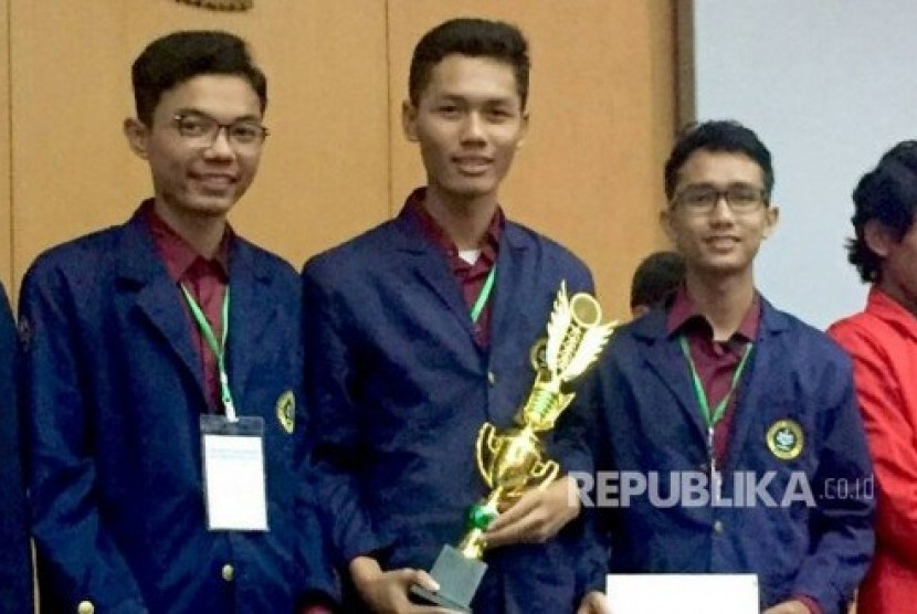 Mahasiswa IPB berhasil menjuarai lomba karya tulis mahasiswa tingkat nasional bidang maritim yang diadakan oleh Universitas Hasanuddin (Unhas) Makassar.