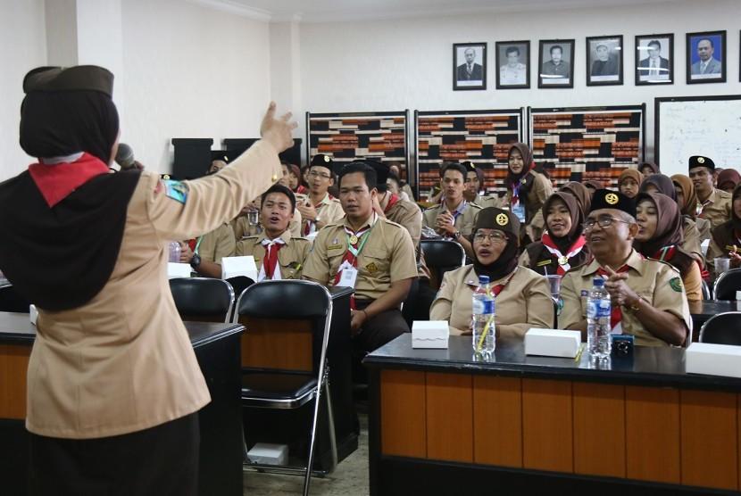 Mahasiswa Program Profesi Guru (PPG) dan mahasiswa program studi Pendidikan Guru Sekolah Dasar (PGSD) Universitas Muhammadiyah Malang (UMM) siap mengikuti Kursus Mahir Dasar (KMD) dan Kursus Mahir Lanjutan (KML) pembina pramuka.