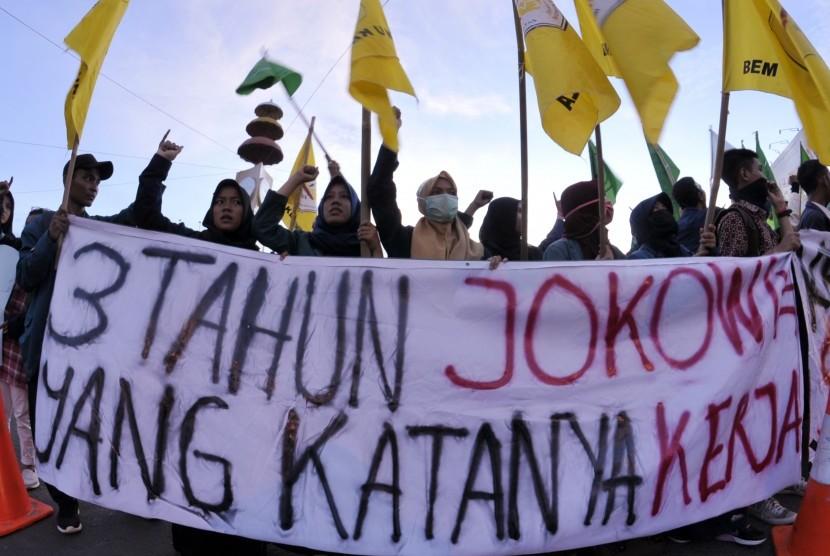 Demo mahasiswa terhadap kepemimpinan tiga tahun Jokowi-JK (ilustrasi).