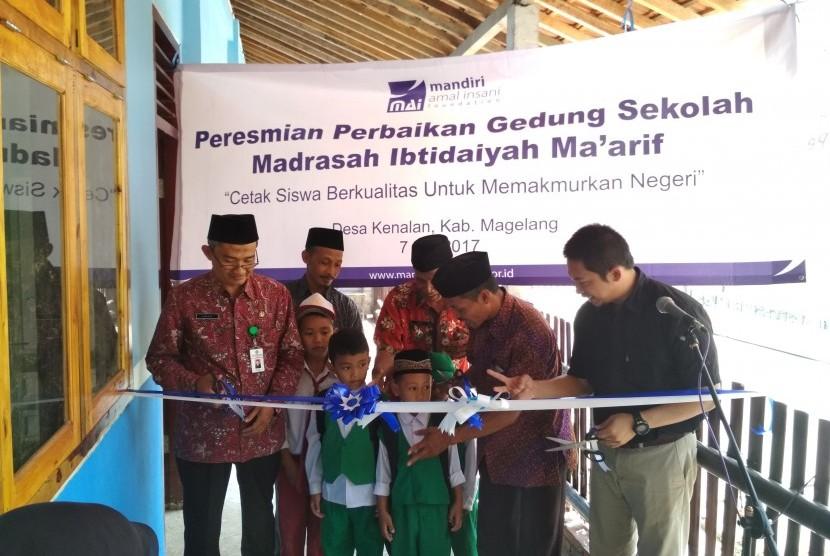 MAI Foundation meresmikan ruang kelas baru Madrasah Ibtidaiyah Al Ma'rif, Desa Kenalan, Kabupaten Magelang.