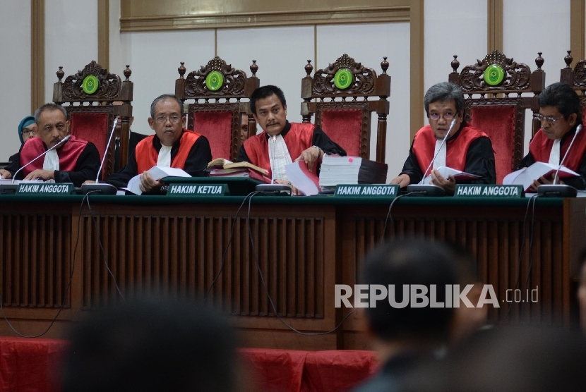 Panel of the judges in blasphemy case sentences Basuki Tjahaja Purnama