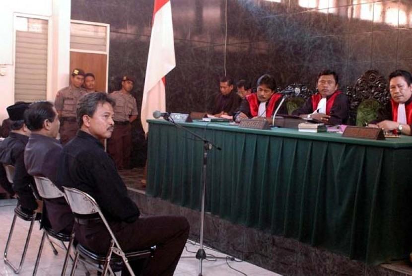 Majelis Hakim Pengadilan Negeri Kota Cirebon yang dipimpin Hakim Ketua Hardjono SH menolak eksepsi tiga orang mantan pimpinan Dewan Perwakilan Rakyat Daerah (DPRD) Kota Cirebon yang didakwa melakukan tindak pidana korupsi dalam persidangan di Pengadilan Ne