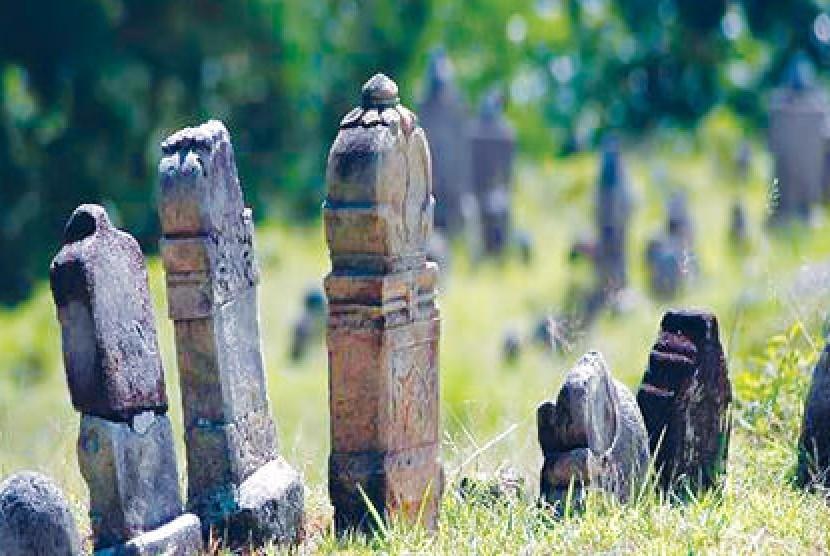 Makam-makam ulama di situs sejarah Islam di Barus, Sumatera Utara.
