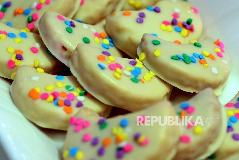 Makanan manis penuh gula.