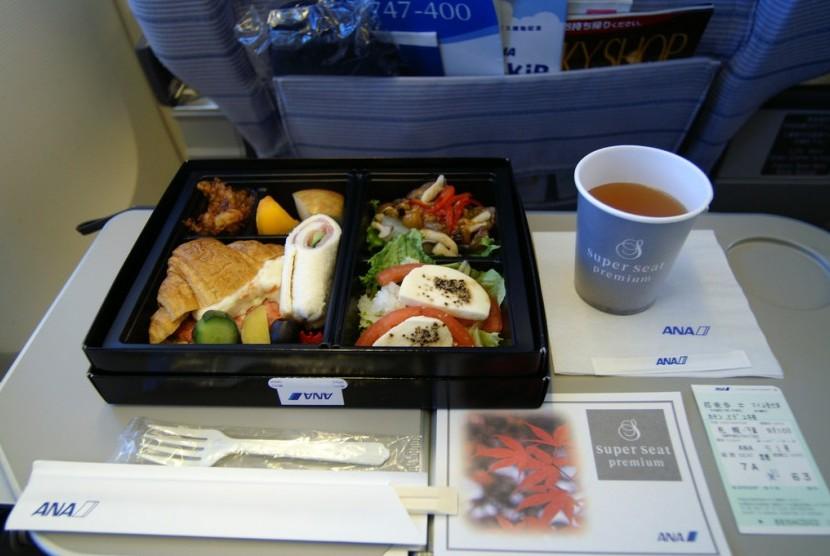 Makanan pesawat.