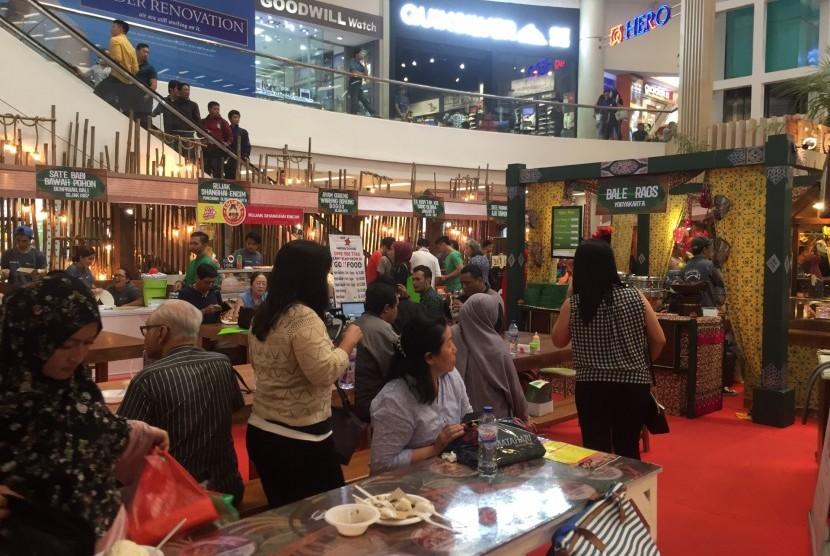 Mal Ciputra hingga 20 Agustus 2017 kembali menggelar festival makanan legendaris 'Kampoeng Legenda'.