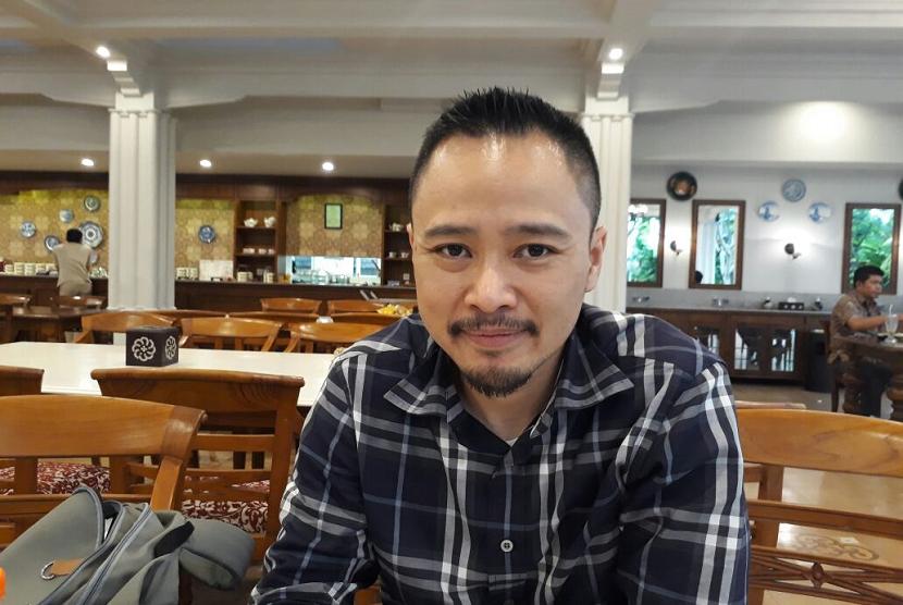 Manager of Public Relation Paypro Andy Muhammad Saladin saat memberikan penjelasan kepada awak media di Mataram tentang transaksi nontunai, Selasa (14/11).