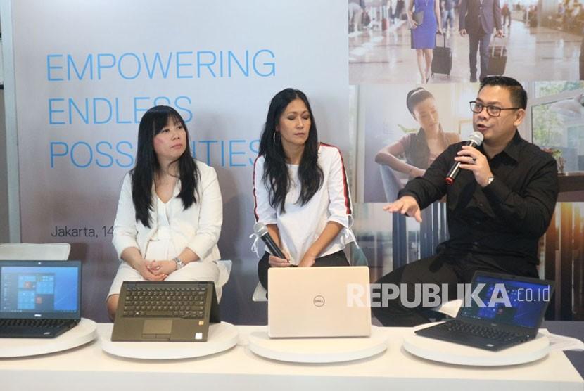 Managing Director Dell EMC Indonedia Catherine Lian, Client Technologist Dell Indonesia Jane Ritonga, dan Commercial Client Solutions Director Dell Indonesia Primawan Badri memperkenalkan empat produk terbaru Dell seri Latitude 5000 dan 7000, serta Vostro 13 5000, Rabu (14/3).