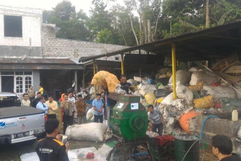 Mandiri Amal Insani (MAI) Foundation bekerja sama dengan BMT Marhamah Wonosobo meresmikan pabrik pengolahan sampah untuk pemulung di Jl. Lingkar Selatan Km 5, Desa Wonosobo, Kamis (6/7).