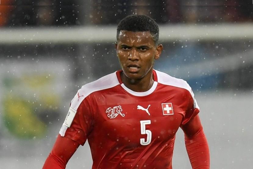 Dortmund Datangkan Bek Timnas Swiss dari Basel