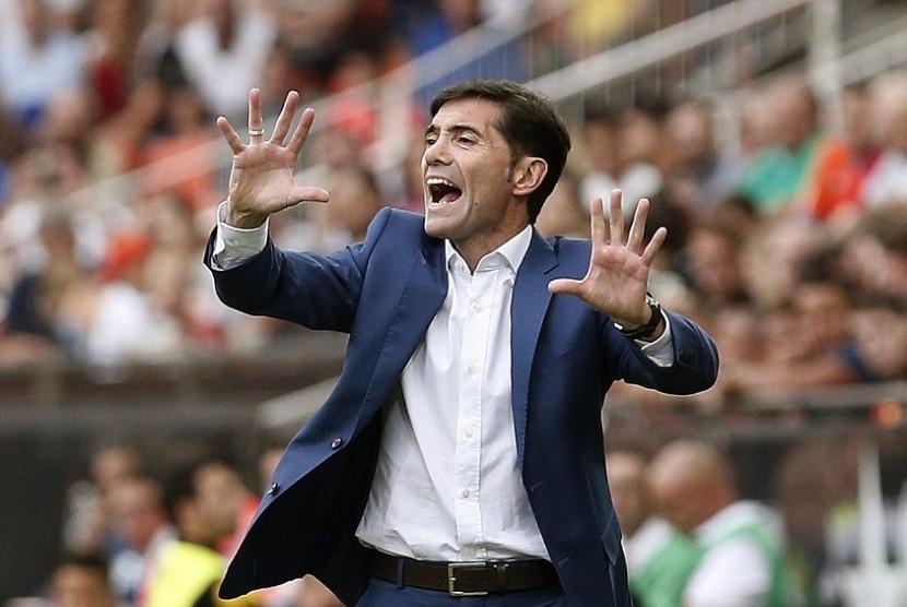 Pelatih Valencia Bakal Absen Saat Hadapi Barcelona