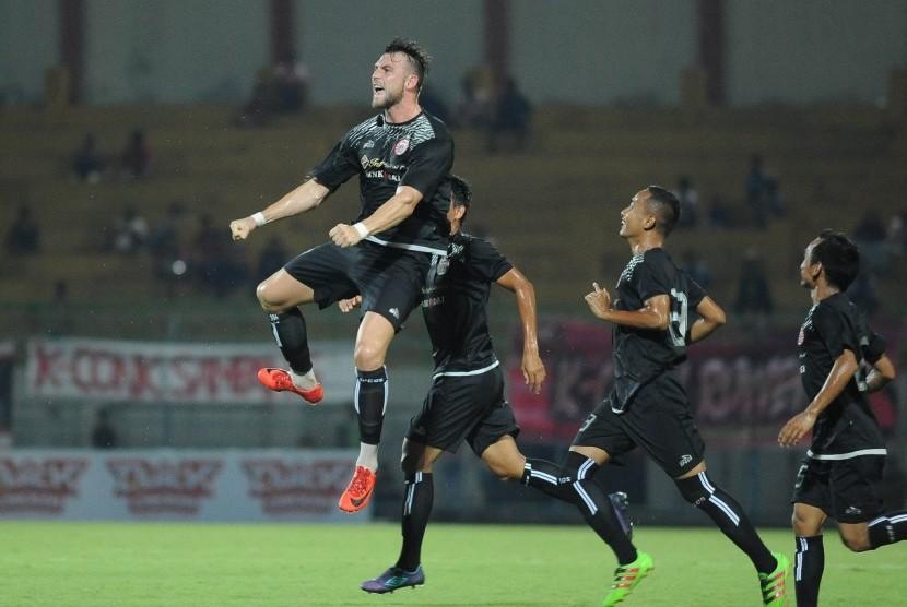 Bertabur Bintang Ala Madura United