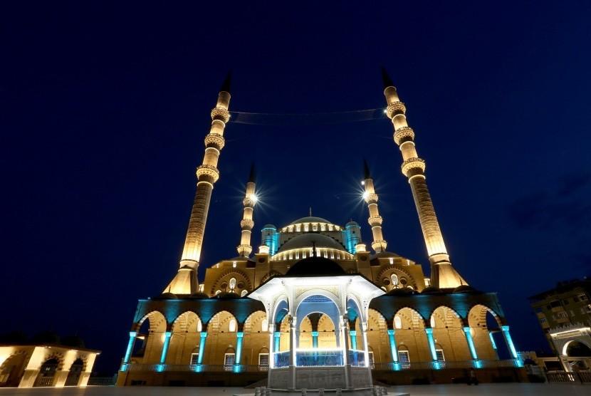 Menengok Kemegahan Cahaya di Masjid Abdulhamid Han Turki