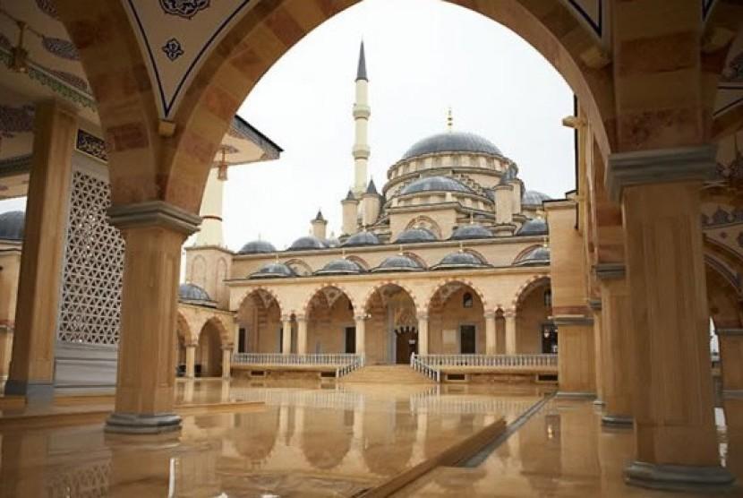 Masjid Akhmad Kadyrov di Grozny, Chechnya.