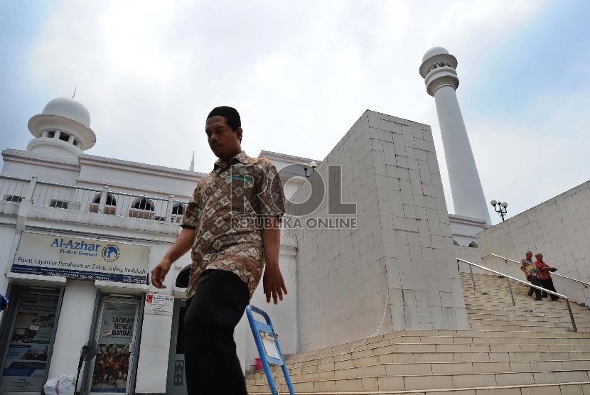 Misbah, Muazin Masjid Al Azhar yang Lihai Siasati Waktu