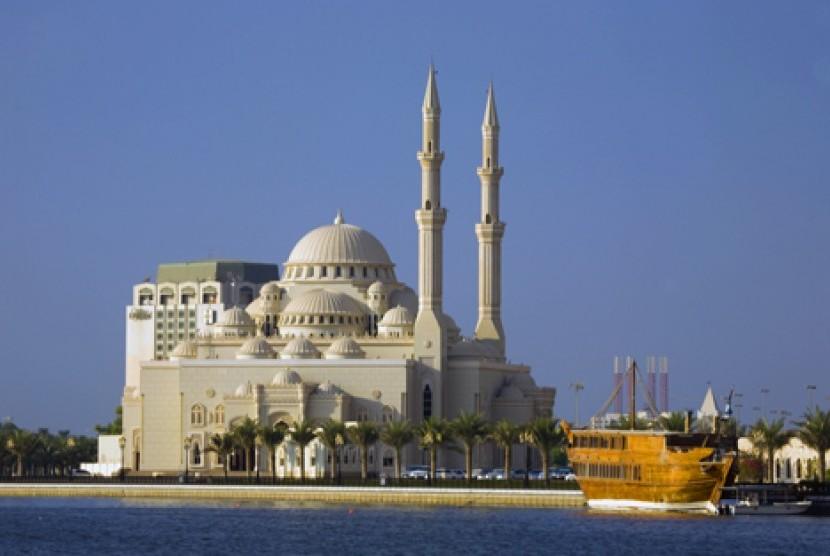 Masjid Al-Noor di Sharjah, Uni Emirat Arab.