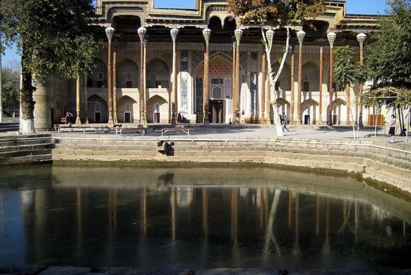 40 Pilar Masjid Bolo Hauz