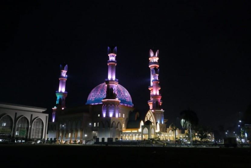 Masjid Hubbul Wathan di Kompleks Islamic Center NTB yang terletak di Kelurahan Selaparang, Kota Mataram, Provinsi NTB.