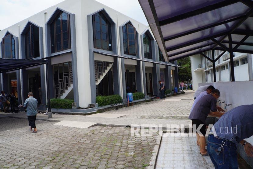 Masjid Itenas, Wujud dari Sebuah Gotong-Royong