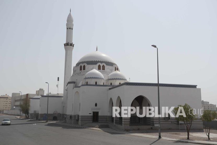 Masjid Jumat terletak tidak jauh dari Masjid Quba di Madinah, Arab Saudi. Masjid ini dibangun untuk memperingati lokasi Rasulullah pertama kali melaksanakan Shalat Jumat yang dahulunya adalah lembah bernama Wadi Ranuna.