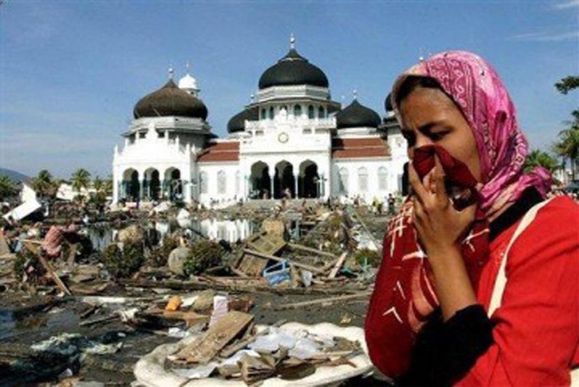 Masjid Raya Aceh pascaterjangan tsunami