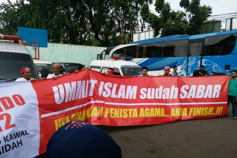 Massa muhammadiyah peserta aksi 55 mulai bergerak ke Gedung MA.