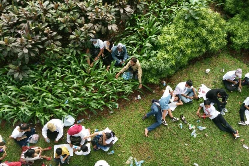 Alamak... Aksi Injak Rumput Dan Taman Terjadi di Parade Bhineka Tunggal Ika