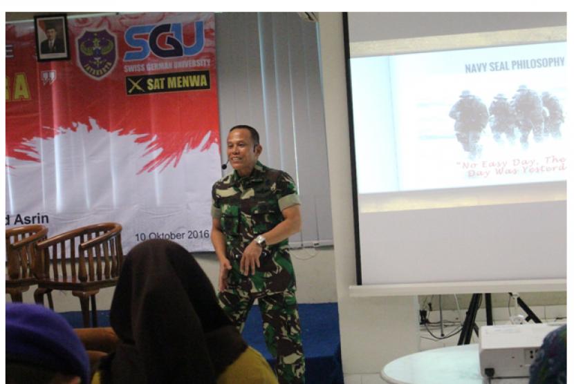 Mayjend TNI Hartind Asrin memberikan kuliah umum di Swiss German University (SGU), BSD City, Tangerang Selatan.
