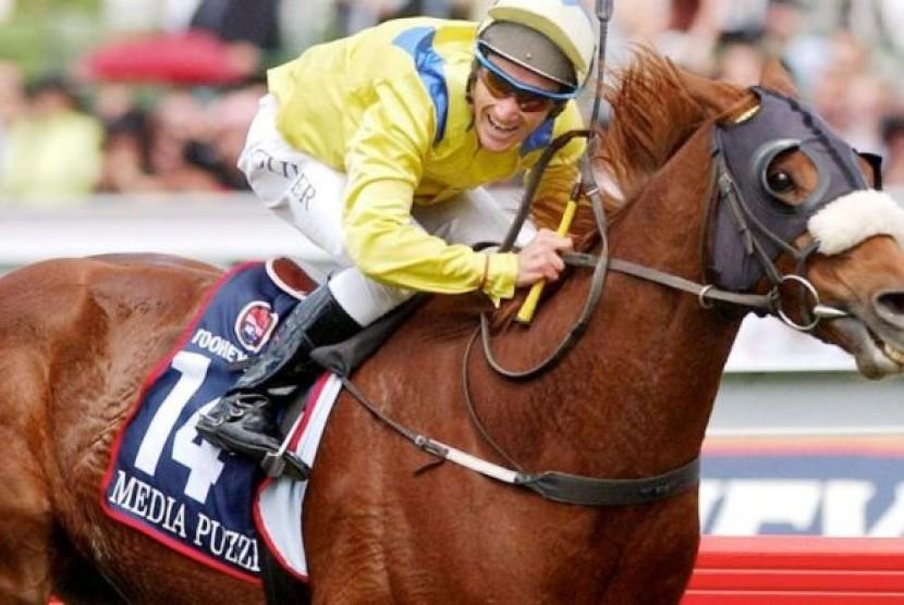 Ribuan Orang Saksikan Parade Balap Kuda Melbourne Cup