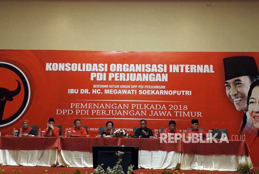 Megawati Soekarno Putri memimpin Konsolidasi Organisasi Internal PDIP terkait Pilkada Jatim di Malang, Ahad (10/9).