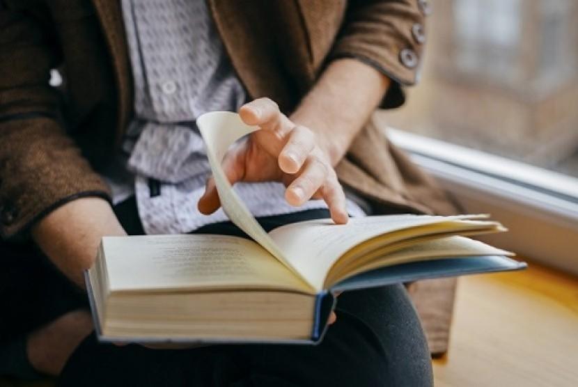 Membaca buku. Ilustrasi