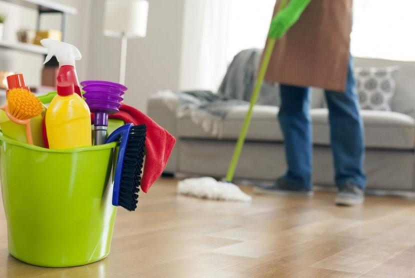 Membersihkan rumah. Ilustrasi